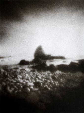 Ouessant, Vagues de brume, Porz Doun, 2005, tirage procédé FRESSON, format image 30x40cm, sous passe-partout 50x60cm, Numéro 1/5. © Annick Maroussy