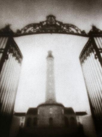 Le Phare de Goulphar,  2005, bichromie, procédé FRESSON, Format image 30 x 40 cm, sous passe-partout au format 50 x 60 cm, numéro 1/5