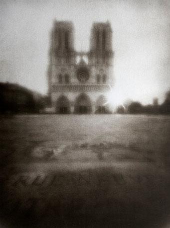 Notre-Dame (1), 2006, tirage procédé FRESSON, bichromie, Numéro 1/5, format image 30x40 cm. © Annick Maroussy