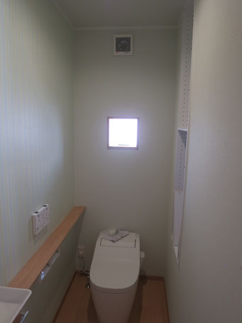 トイレ(収納に市販カラーボックス埋込む)