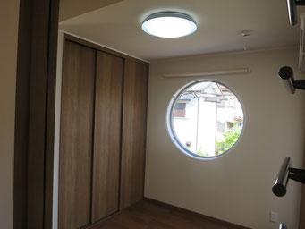 洋室Ⅱ(丸窓)