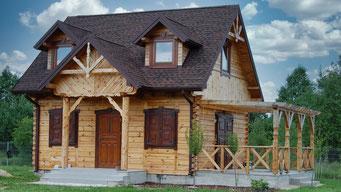 Kolejny dome drewniany pokryty gontem GAF Timberline HD w kolorze Hickory