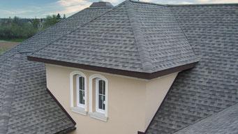 Na dachu widoczny gont bitumiczny Timberline HD w kolorze Slate