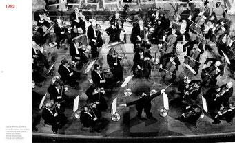 Orchestra Filarmonica della Scala, in La Scala Theatre, Milan, 1982 © courtesy Contrasto/Silvia Lelli and Roberto Masotti