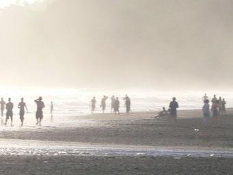 Im Dunst am Strand