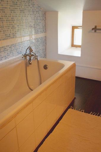 Salle de bain n°1, baignoire avec vue !