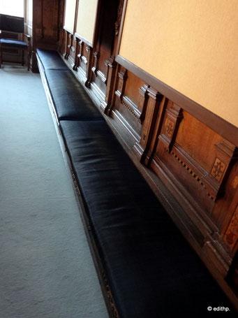 umlaufende Sitzbank