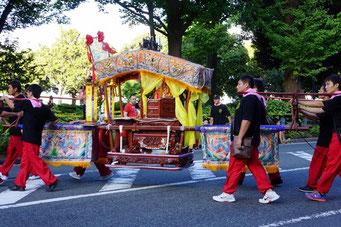 お神輿のパレード