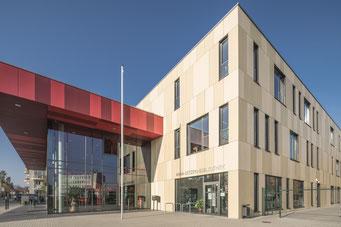 Seitenansicht der Anna-Dietz-Bibliothek im Bürgerhaus Neuenhagen