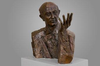 Bronzeplastik von Otto Suhr, Haus der Bildung Neukölln