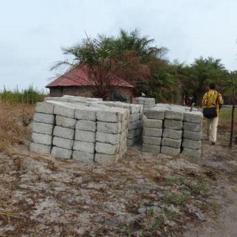 Zementbacksteine für das Fundament