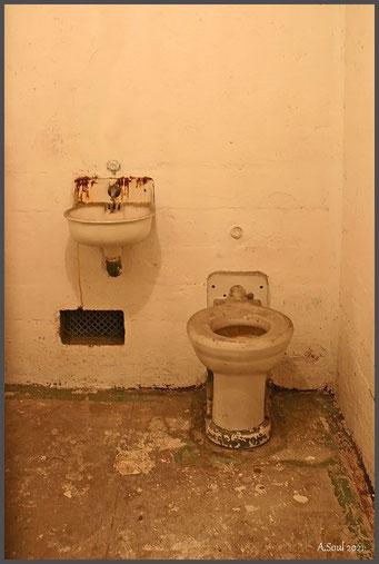 Hygiene ist das Gebot der Stunde! waschecke in einer Zelle in Alcatraz