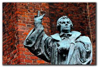 Photoshopped Bild von Martin Luther mit Stinkefinger