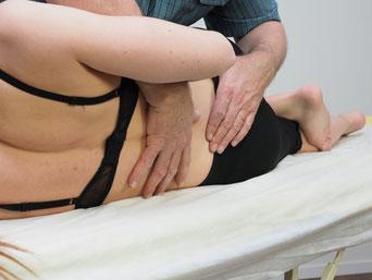 Bild: Physio Campus Sursee. Rückenmobilisation