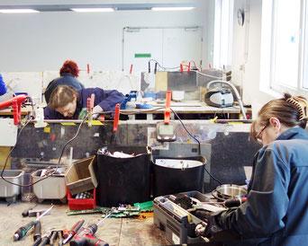 DRZ Demontage Arbeitsplätze Zerlegung von Elektrokleingeräten