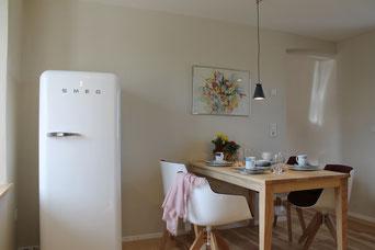 Stilvolle Ferienwohnung Fränkisches Seenland Ferienland Donau Ries Küche und Essbereich