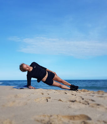 Personal Training, Plank, Beach, Sideplank, seitlicher Plank, Sport am Meer, Outdoor, Sport, AW Personal Training, Hamburg