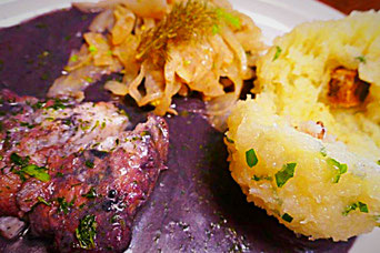 Thüringer Klöße mit Bärlauch, Fenchel-Zwiebelgemüse, Kabeljau in Lila-Mais-Soße