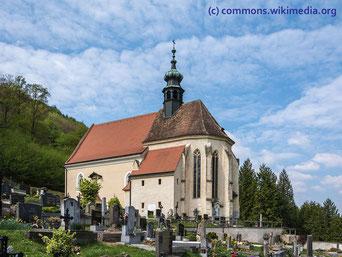 Die Kirche St. Blasius mit seinem Friedhof liegt in der kleinen Gemeinde Kleinwien, in der Nähe von Furth bei Göttweig.