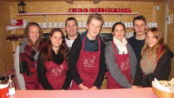 Am zweiten Adventsamstag hatte die Jugend Punschhütten Dienst.