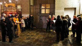 Am vierten Adventsamstag sang der Chor von Vroni Wirth Weihnachtslieder.