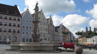 Montag: Auf der Rückreise bleiben wir noch in Landsberg am Lech stehen und machen einen Rundgang durch die schöne Altstadt.