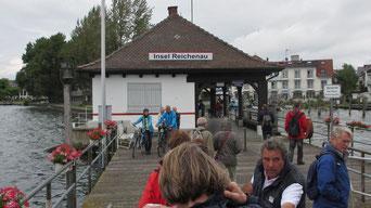 Sonntag: Mit der Fähre geht es auf die Insel Reichenau.