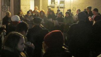 Am vierten Adventsamstag sang das a-capella Ensemble Animata. Die Fangemeinde sorgte für einen außergewöhnlichen Besuch bei der Punschhütte.