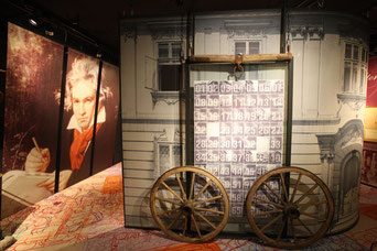 """Im ersten Stock befindet sich eine Ausstellung der """"Großen Meister"""".."""