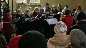 Am dritten Adventsamstag sang der Kirchenchor traditionelle Weihnachtslieder.