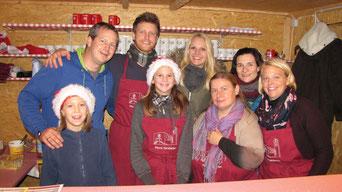 Zur Eröffnung am ersten Advent Samstag hatte das Punschhütten Team viel zu tun.