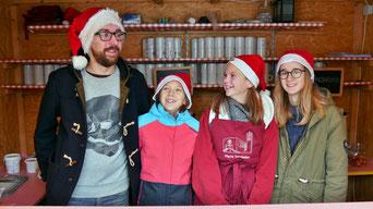Das Punschhütten-Team am ersten Adventsonntag war auch schon am Samstag Abend im Einsatz. Danke für dieses Engagement!