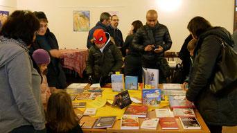 Die Buchausstellung am ersten Advent Wochenende bot wieder eine gute Auswahl an wertvollen Büchern für jung und alt.