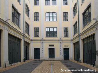 Das Hofmobiliendepot im 7.Bezirk war ursprünglich das Möbellager der Habsburger. Heute beherbergt es eine einzigartige Möbelsammlung aus 3 Jahrhunderten von Biedermeier, Historismus, Wiener Moderne bis zu zeitgenössischem Möbeldesign.