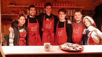 Am zweiten Adventsamstag waren die Jungscharleiter als Punschhütten Team im Einsatz.