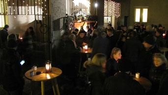 Nach der Christmette am 24.Dezember nahmen sich viele Messbesucher nochmals die Zeit bei Punsch und Keksen den Heiligen Abend ausklingen zu lassen.