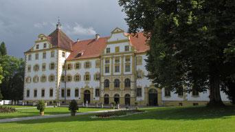 Samstag: Am Nachmittag besuchen wir das Zistersienser Kloster Salem mit seiner großzügigen Kloster Anlage.
