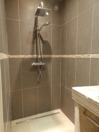douche à l'italienne au rez de chaussée