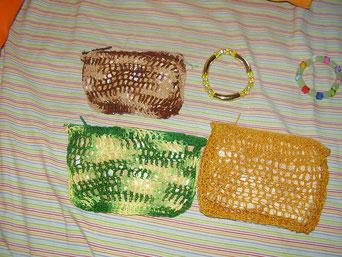 Monederos y pulseras de ganchillo