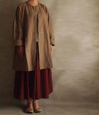 ヂェン先生の日常着 開襟シャツ長袖厚地 ライトブラウン着用イメージ