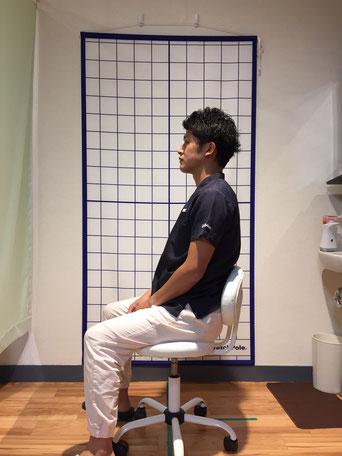 良い座り方の写真
