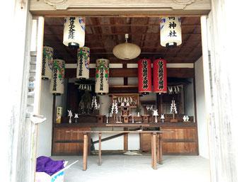 稲荷神社殿内