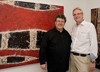 Zsolt S. Deák (links) vor seinem Werk mit Dirk Palder der tOG - beim Pressetermin in der tOG Foto: (c) Peter Irschik, Rhein-Düsseldorf: Das Magazin für Kunst & Kultur