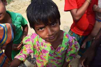ラカイン州にある古都・ミャウー近郊の村に住むロヒンギャの少女