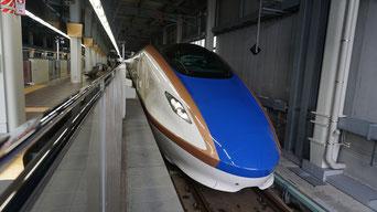 金沢駅に停車する北陸新幹線W7形