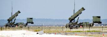 北朝鮮のミサイル発射通告を受け、配備されたPAC3=7日午前、南ぬ浜町