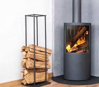 Brennholz soll naturbelassen und luftgetrocknet gelagert werden. Ideal sind drei Jahre. Foto: Fotolia.com