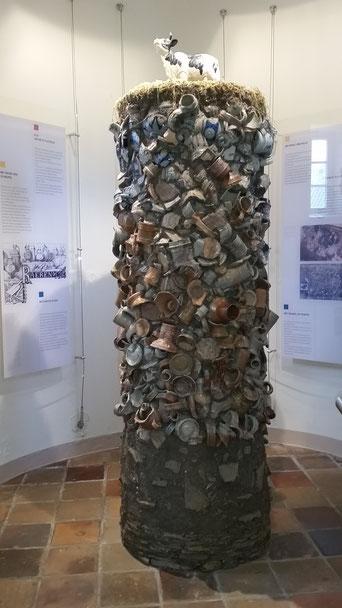 Aus den Grabungsfunden wurde ein Kunstobjekt erstellt.