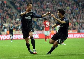 Real Madrid-Spieler Cristiano Ronaldo (l)  Foto: dpa