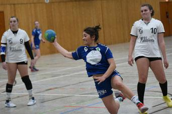 Louise Schöneshöfer setzt sich durch. Foto Thomas Hergarten